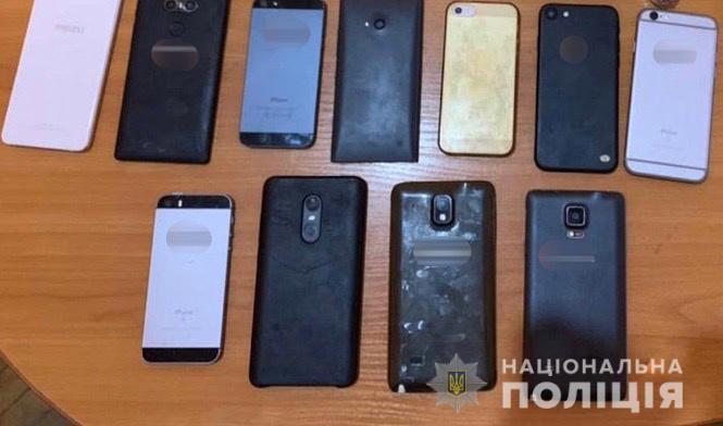 У Виноградові 19-річний раніше судимий молодик вкрав 19 мобільних телефонів