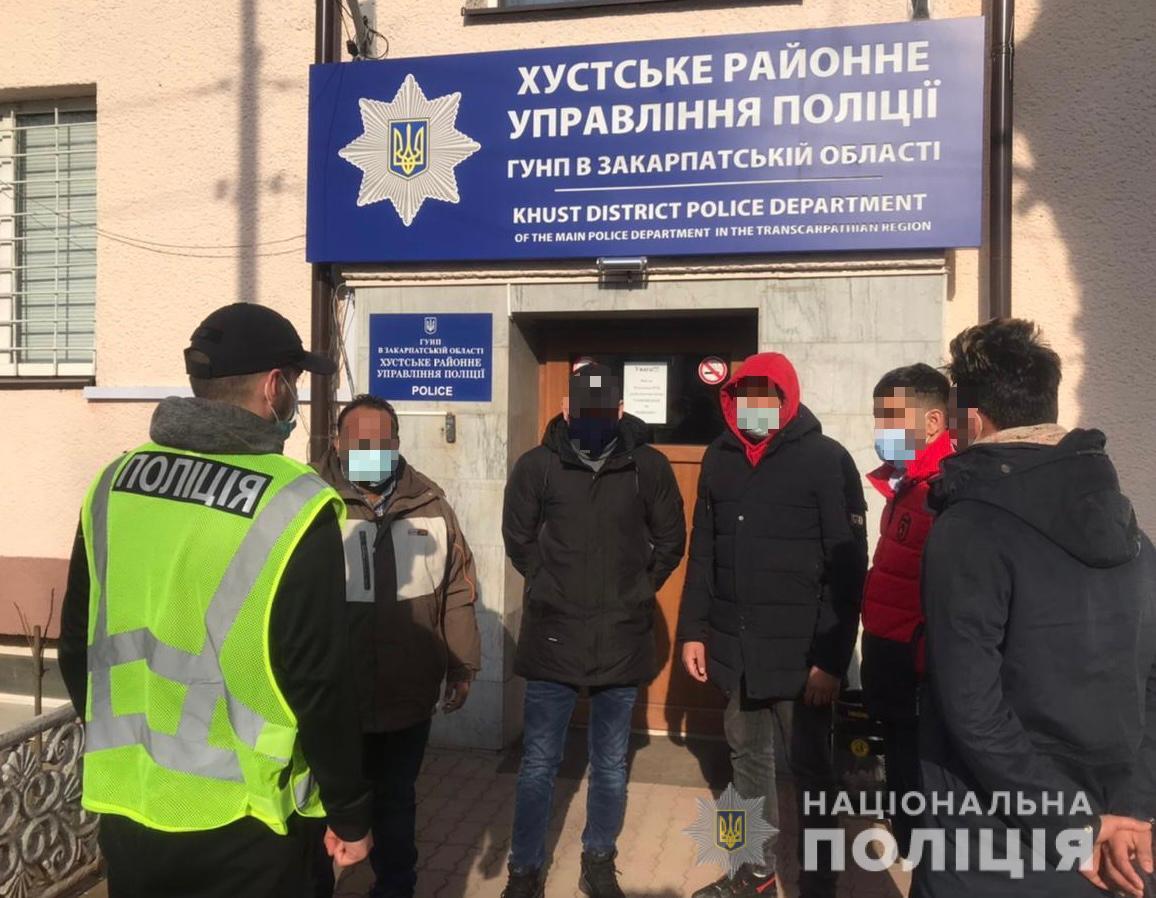 Правоохоронці викрили на Закарпатті організаторів переправлення нелегалів через кордон