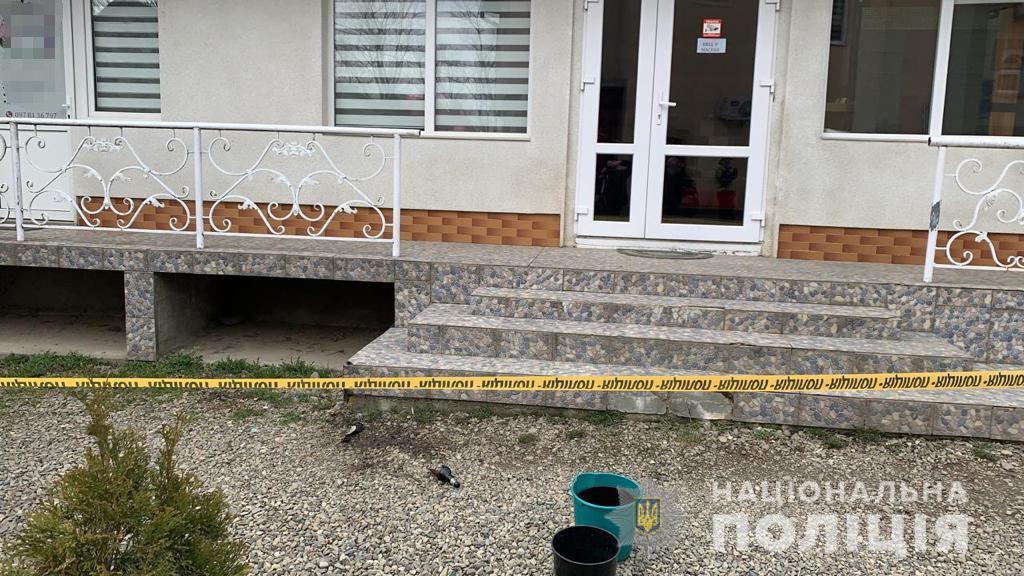 На Тячівщині психічно неврівноважений чоловік намагався підпалити комерційну будівлю