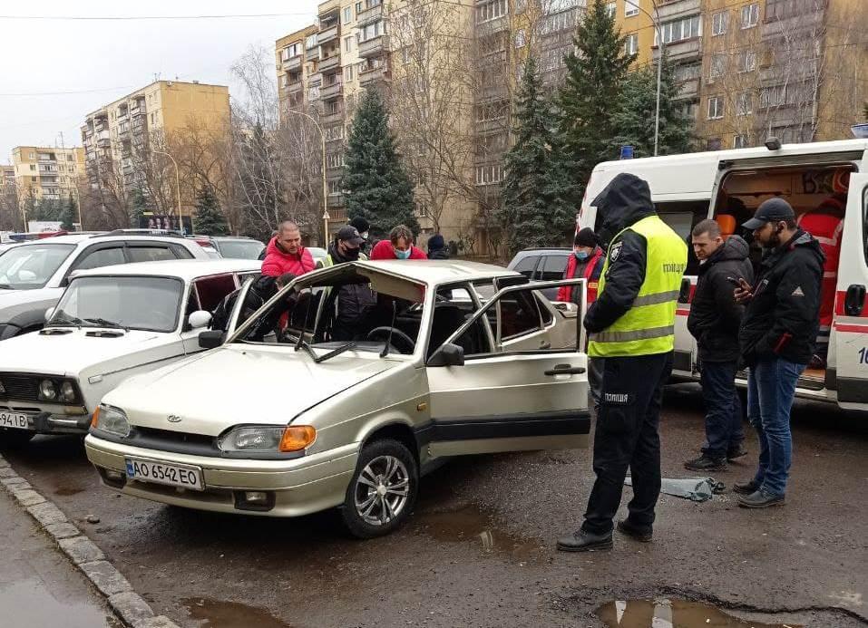 В Ужгороді на Минайській вибухнула автівка