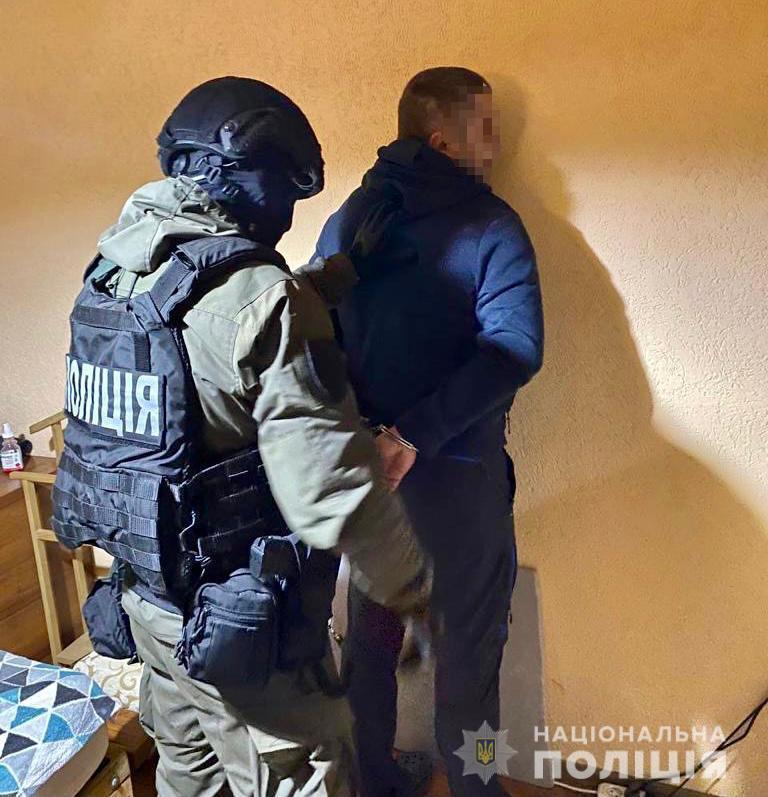"""Поліція затримала чоловіка, який викрав """"BMW"""" з парковки готелю у Воловці"""