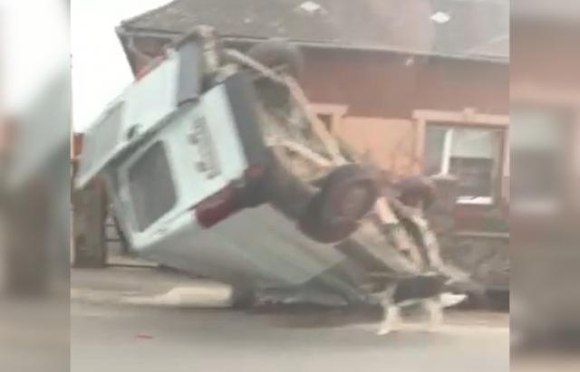 Карколомна ДТП на Ужгородщині: мікроавтобус злетів з дороги і перекинувся