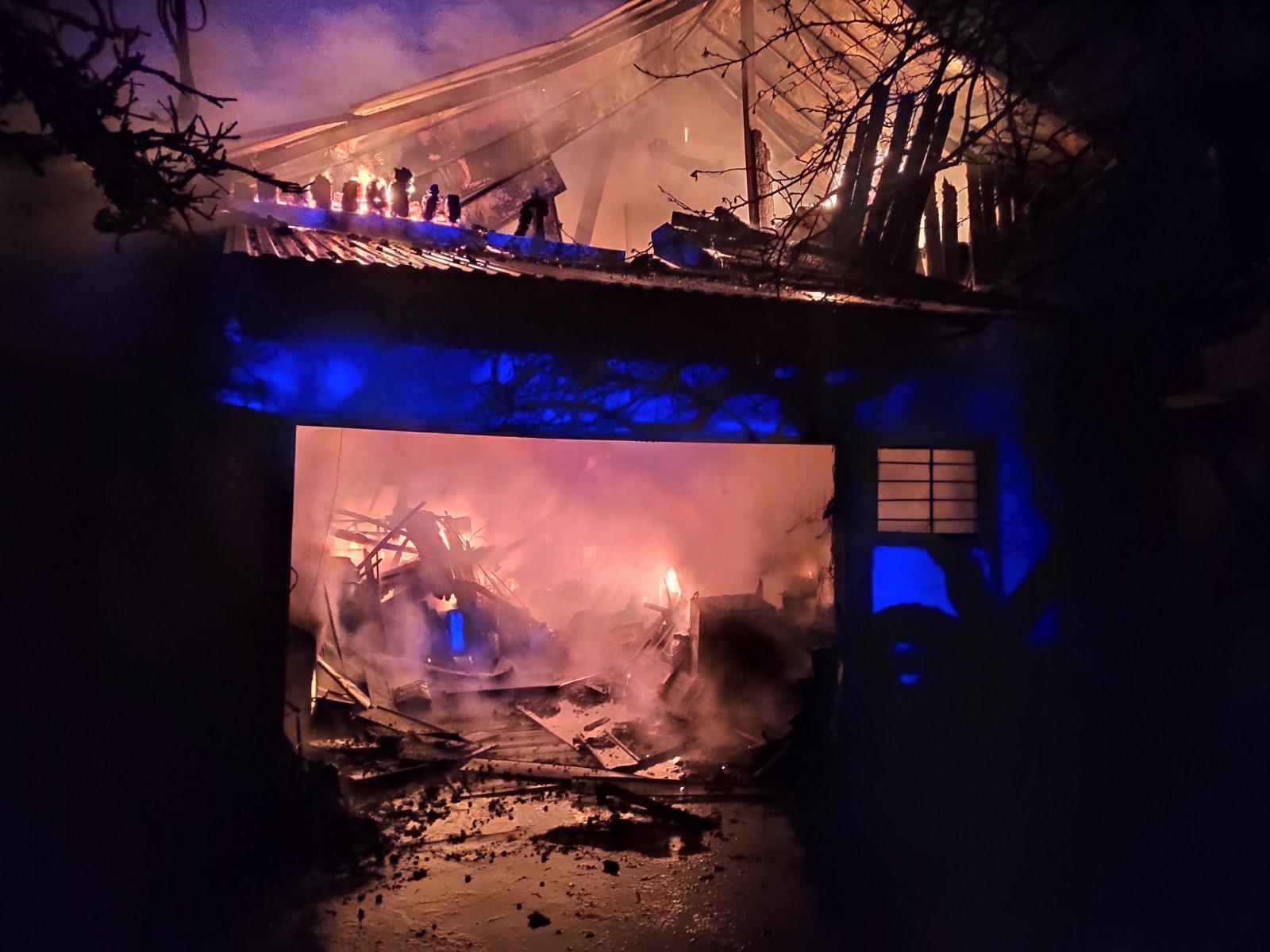 За одну добу в Ужгороді горіли два гаражі