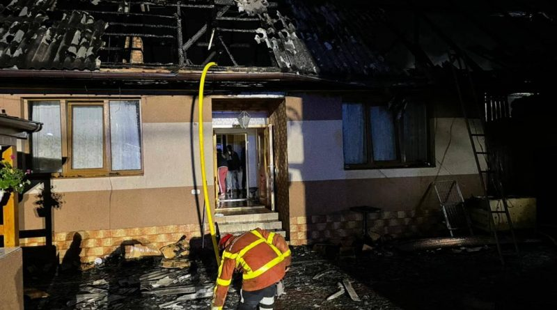 На Хустщині вогнеборці врятували від знищення два житлові будинки