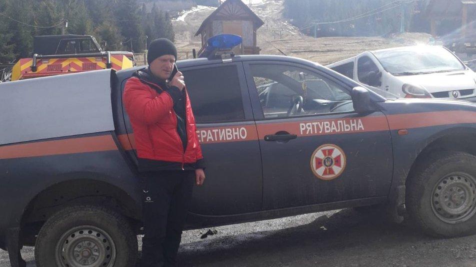 Закарпатські рятувальники відновили пошуки тіла туриста, який заблукав взимку у горах