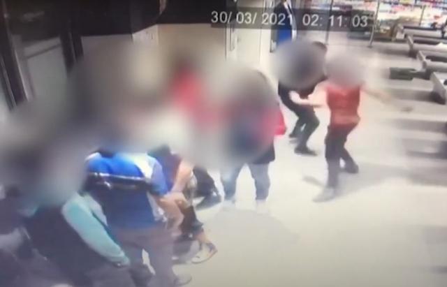 Закарпатські поліцейські встановили осіб, які жорстоко побили в Берегові учасника АТО (відео)