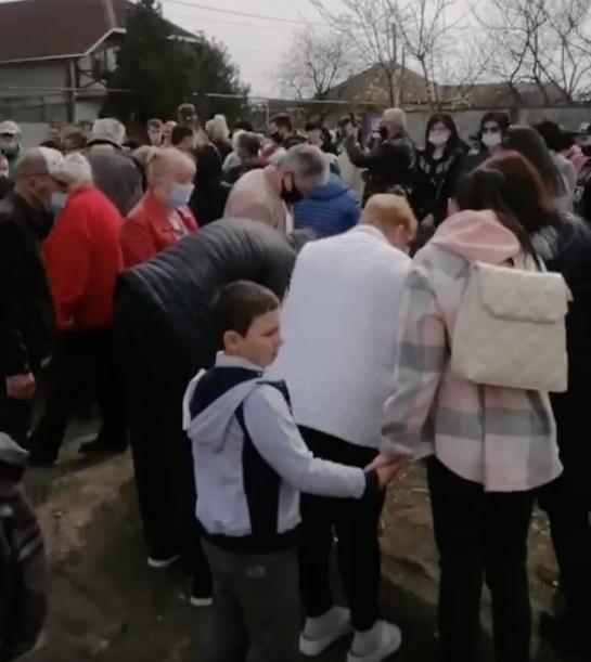 Сотні мукачівців вийшли на мітинг проти будівництва сміттєспалювального заводу (відео)