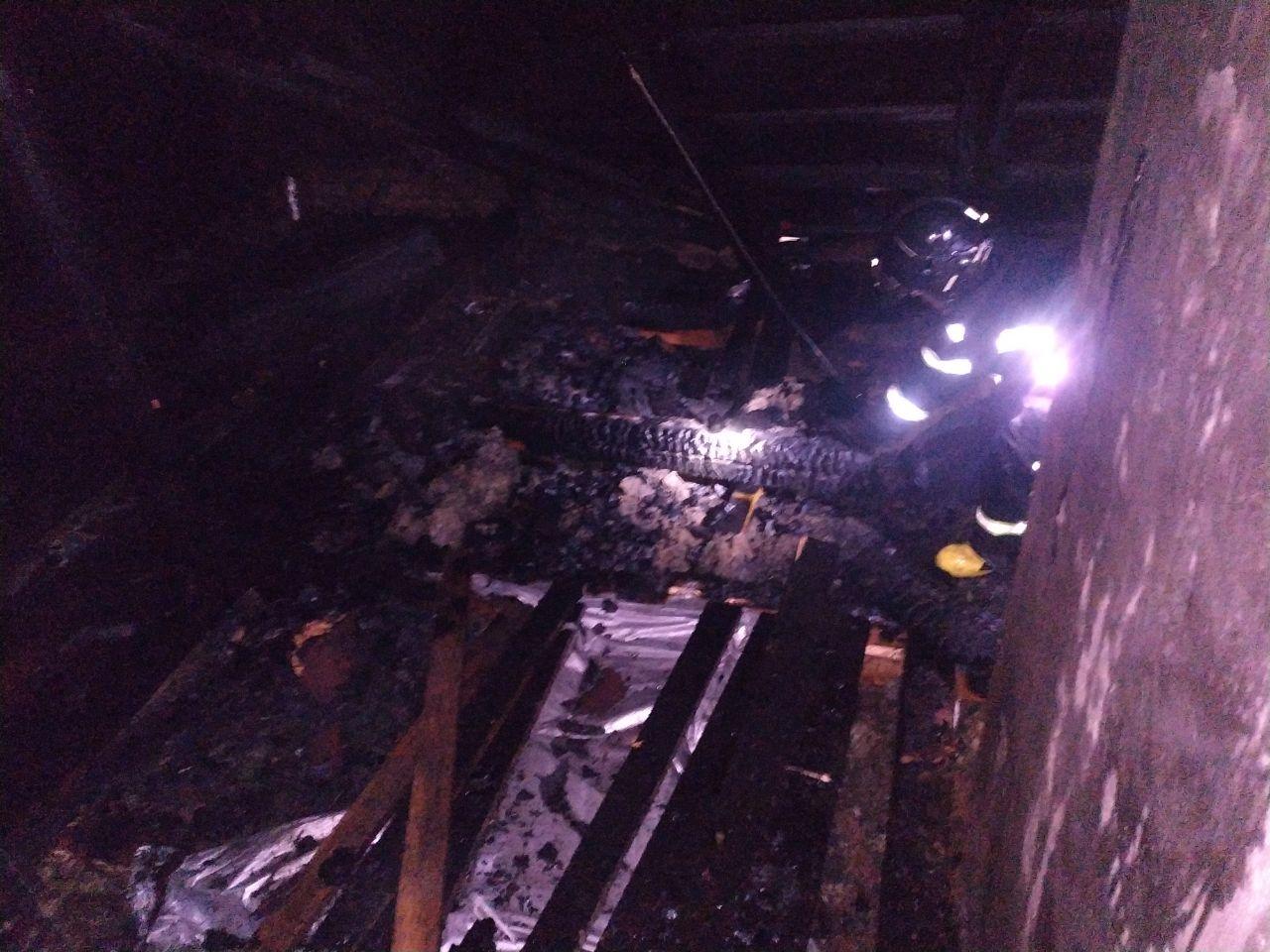 В одному селі на Мукачівщині за ніч сталося одразу дві пожежі – загинула людина