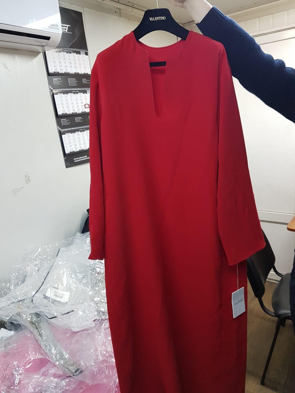 Через кордон на Закарпатті водій мікроавтобуса намагався провезти новий брендовий одяг під виглядом секонд-хенду