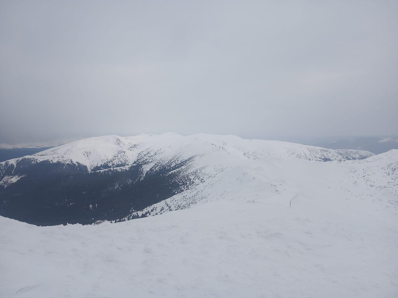 Гірські райони Закарпаття зі снігом та морозом