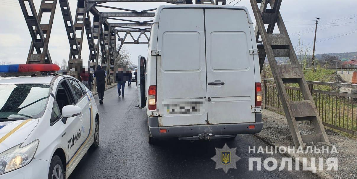 На Тячівщині під колесами авто загинув велосипедист