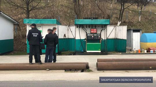 Суд наклав арешт на понад 5 тисяч літрів пального з нелегальної АЗС на Тячівщині