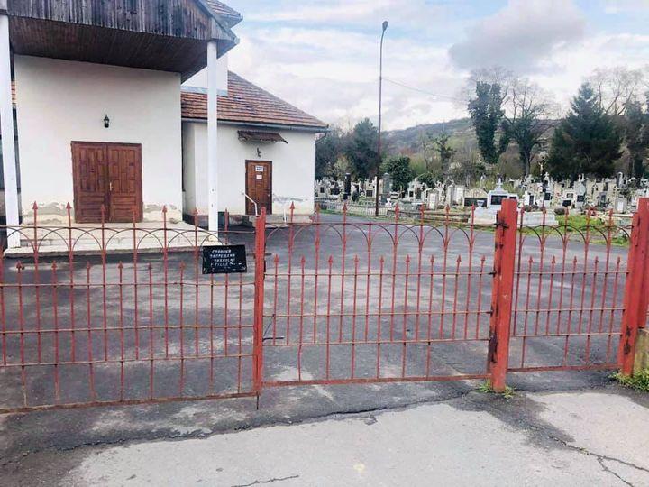 Щоб уникнути крадіжок та вандалізму у Берегові закриватимуть на ніч вхід на міський цвинтар