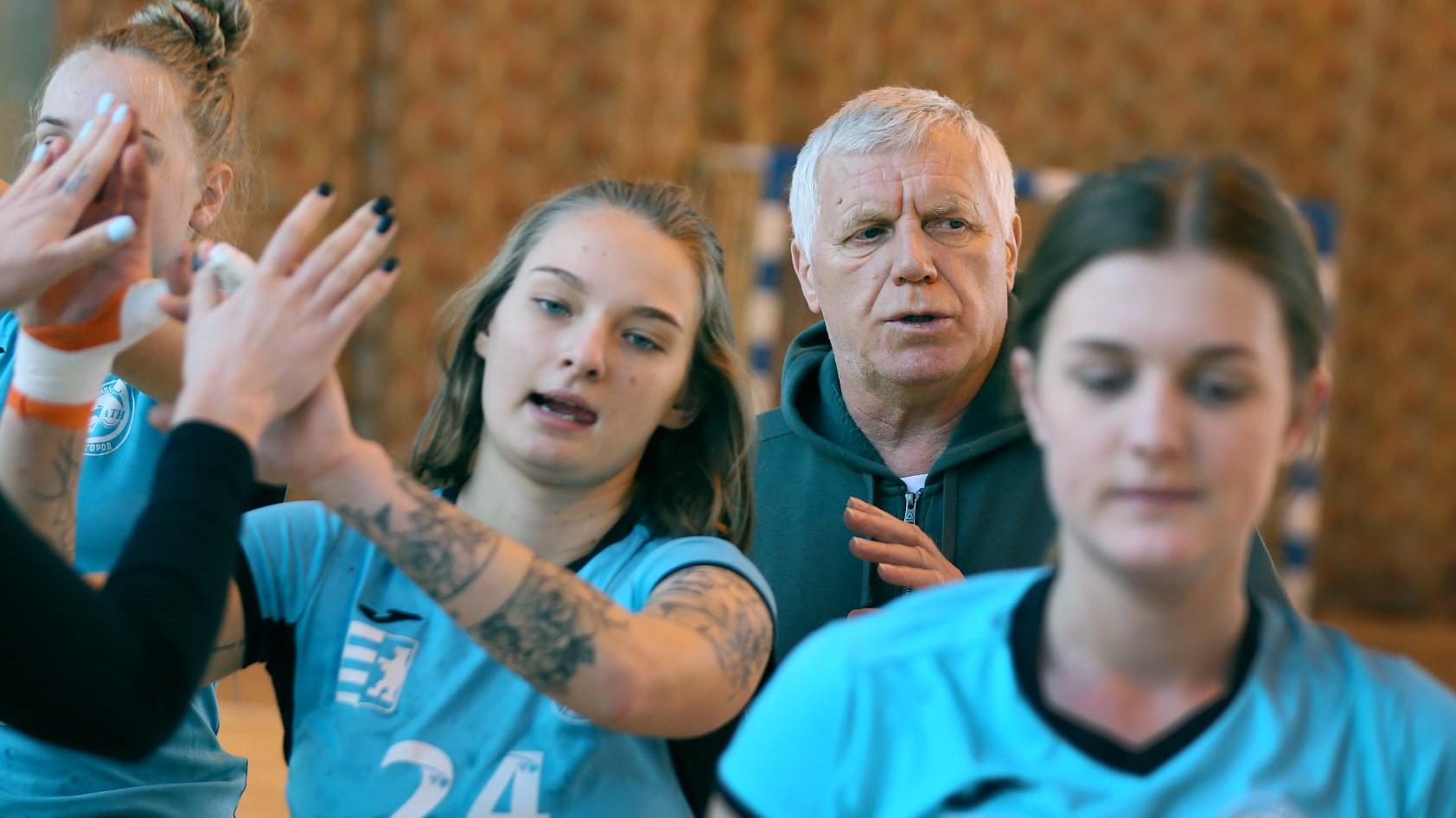 Гандбол: ужгородські спортсменки стали срібними призерами Суперліги