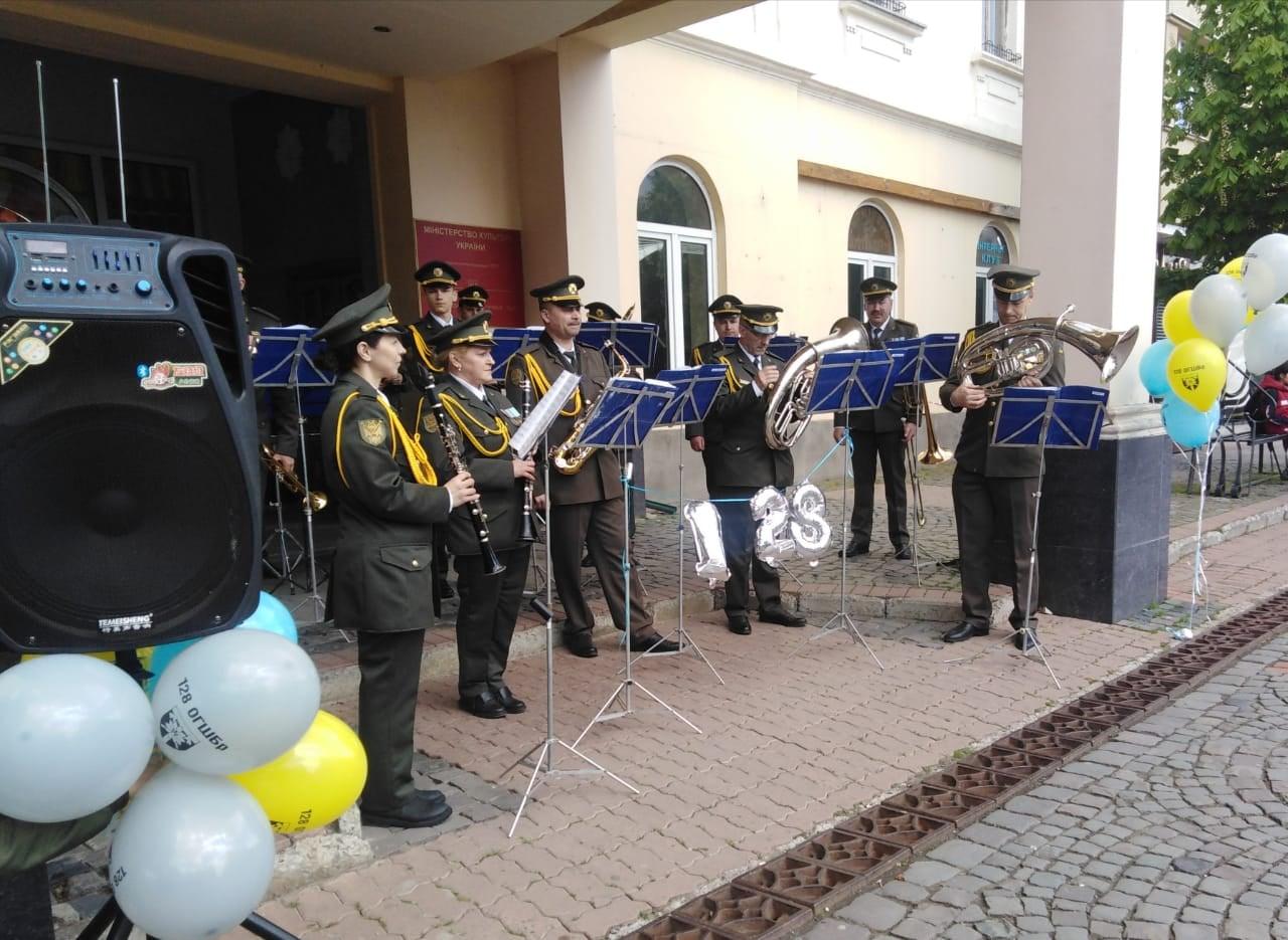 Військовий оркестр Закарпатського Легіону дав коцерт з нагоди Дня піхоти