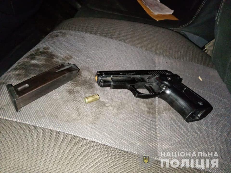 На Іршавщині чоловік стріляв з машини у людей, серед яких були і діти