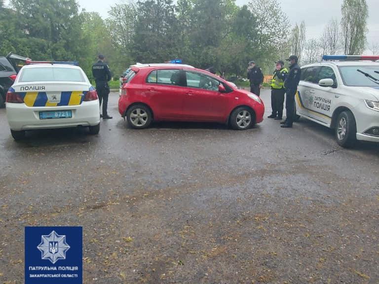 В Ужгороді водій наїхав на поліцейського, а потім намагався втекти