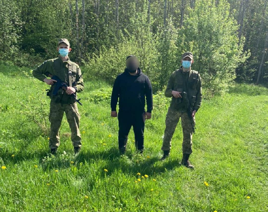 Закарпатські прикордонники затримали грузина, що намагався нелегально потрапити до Словаччини