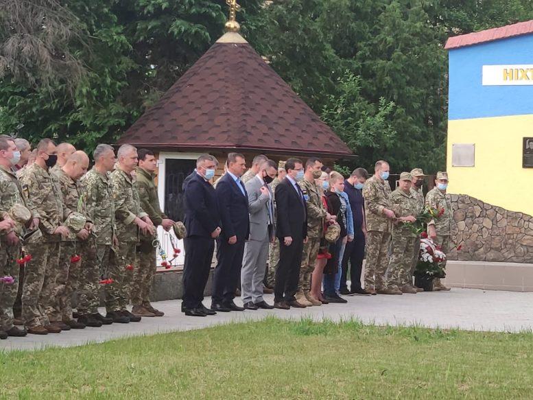 Керівництво Закарпатської ОДА та Ужгородської міськради вшанували пам'ять полеглого на війні офіцера