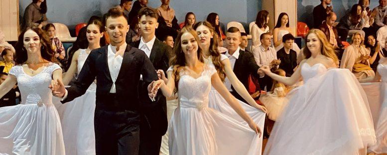 """В Ужгороді відбувся """"Благодійний бал"""" на підтримку хворих дітей (відео)"""