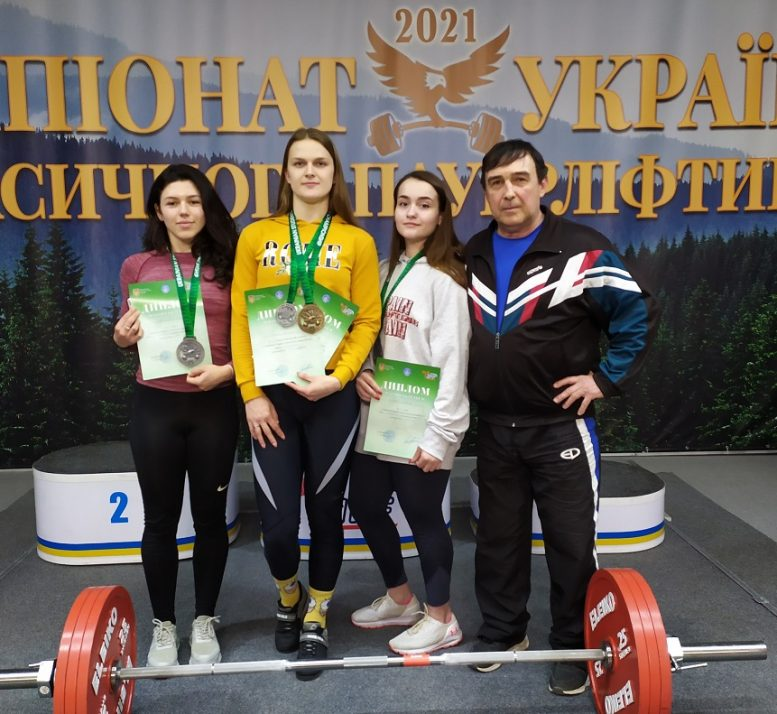 Закарпатські пауерліфтери завоювали медалі на чемпіонатах України