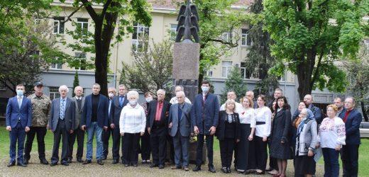 Пам'ять жертв політичних репресій вшанували в Ужгороді (ФОТО)