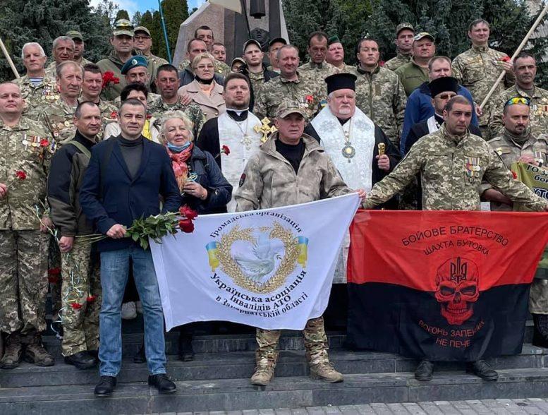 В Ужгороді вшанували полеглих у боях ІІ Світової та російсько-української воєн (відео)