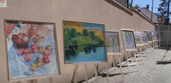 В Ужгороді просто неба відкрили виставку художніх робіт Франциска Ерфана