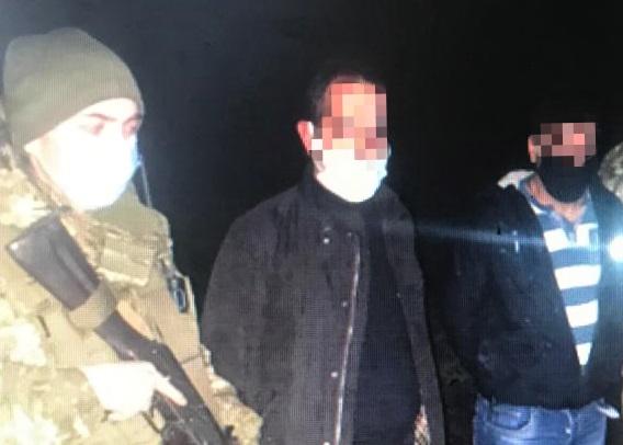 Поблизу кордону з Румунією закарпатські прикордонники затримали двох нелегалів з Турції