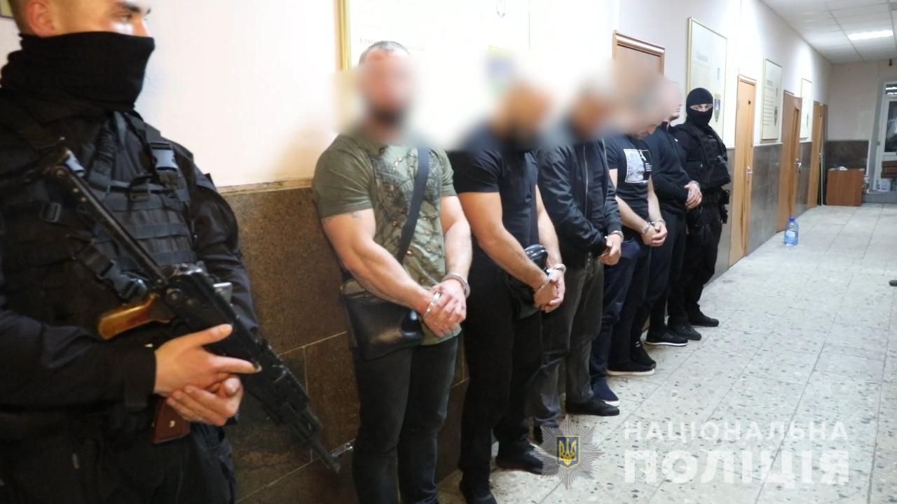 Поліція затримала на Закарпатті 7 учасників злочинного угруповання, що займалося розбоєм, викраденням людей, продажем наркотиків