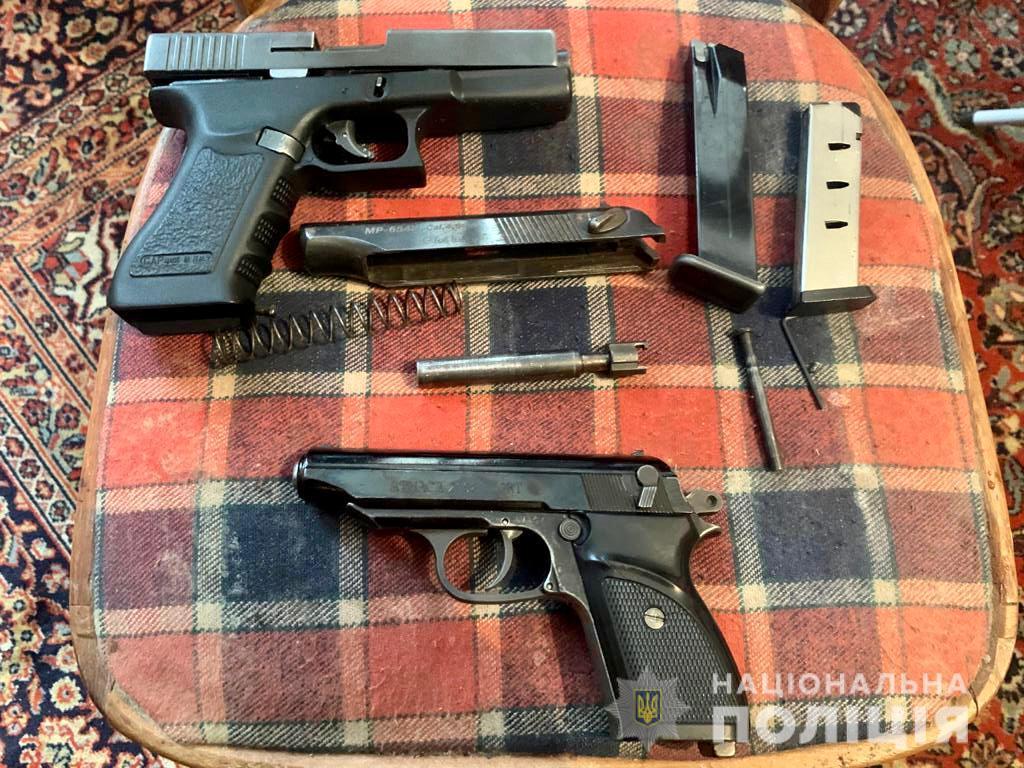 У помешканні фігуранта злочину на Тячівщині виявили зброю та набої