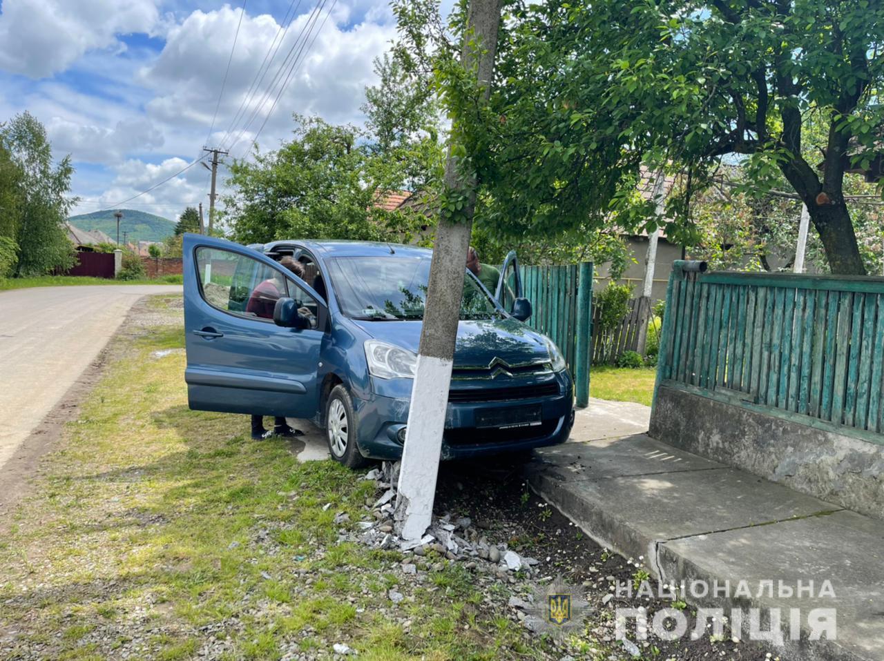 На Берегівщині водійка збила 6-річну дівчинку на самокаті, що раптово виїхала на дорогу