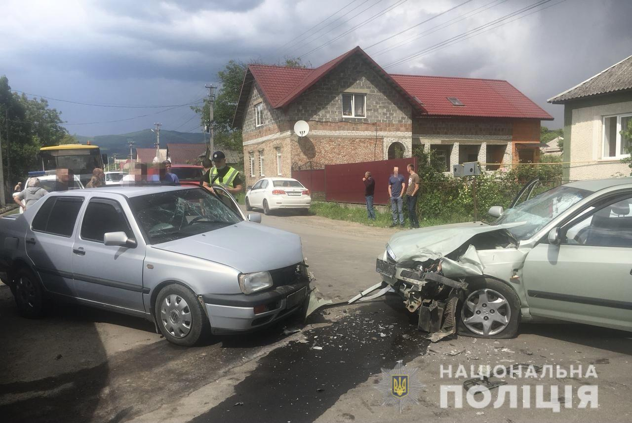 У ДТП за участі трьох автівок на Мукачівщині постраждали четверо людей