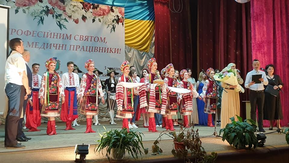 Ужгородський інститут культури і мистецтв дав святковий концерт для медиків Рахівщини