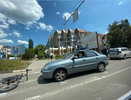 Поліцейський збив неповнолітнього велосипедиста на пішохідному переході в Ужгороді