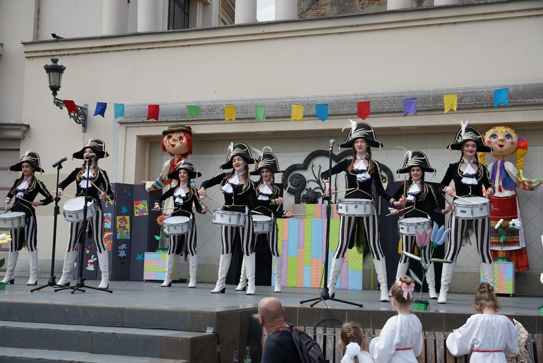 Студенти Ужгородського інституту культури і мистецтв презентували яскраву програму з нагоди Міжнародного дня захисту дітей