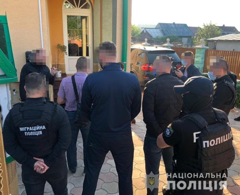 Закарпатські праввохоронці заблокували міжнародний канал нелегальної міграції з країн Азії до ЄС