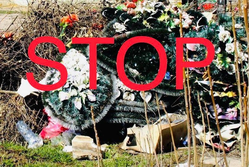 Берегівська територіальна громада заборонила з 1 серпня продаж та використання штучних пластмасових квітів і вінків