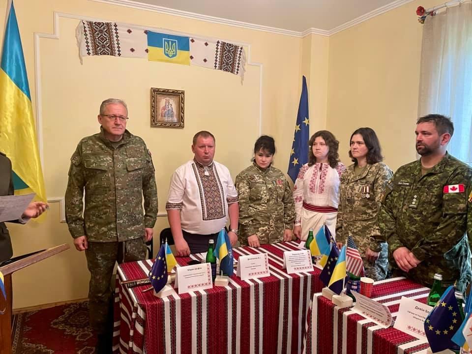 На Закарпатті в Ясінянській громаді представники НАТО презентують Північноатлантичний альянс (фото)