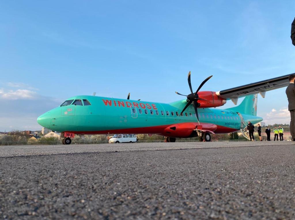 Аеропорт «Ужгород» знову приймає регулярні рейси (відео)