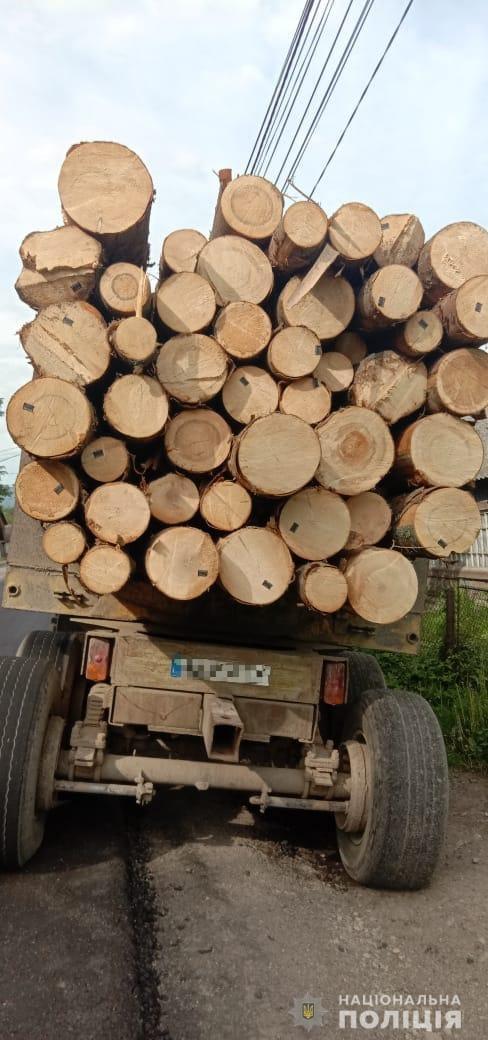 У Рахові поліція затримала лісовоз із підробленими документами