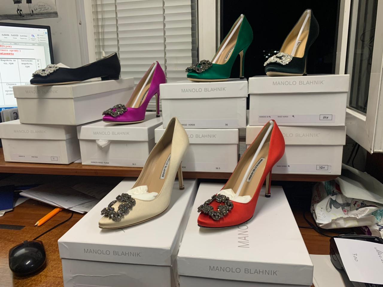 Закарпатські митники вилучили партію незадекларованого брендового одягу та взуття з Італії