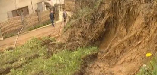 На Хустщині стався зсув ґрунту – житловий будинок опинився під загрозою руйнування