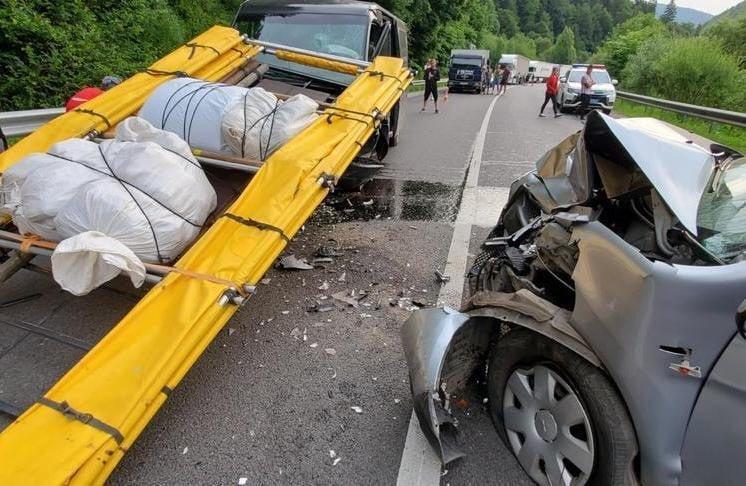 Внаслідок зіткнення автівок на Львівщині троє закарпатців опинилися в лікарні (ФОТО)
