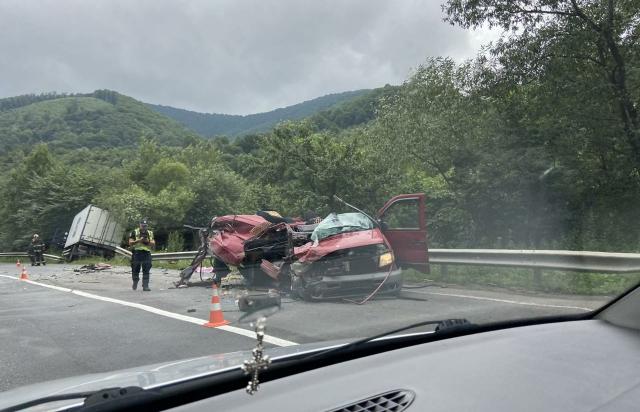 Моторошна ДТП на Мукачівщині: одна людина загинула, двоє маленьких дітей та один з водіїв – у лікарні
