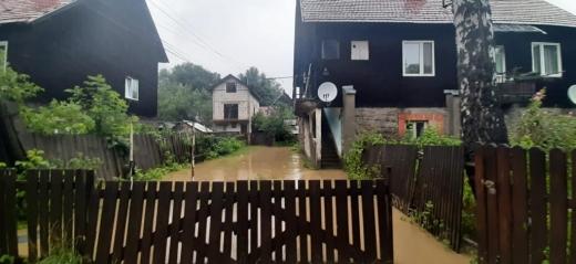 Через сильні опади на Закарпатті знову підтоплені будинки