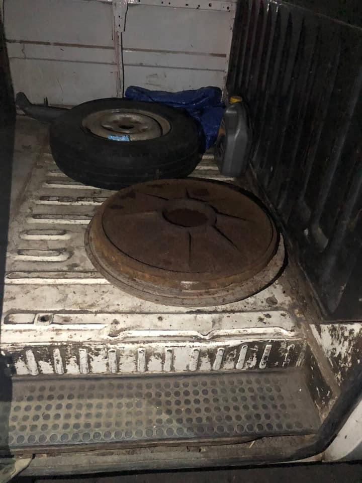 """В Мукачеві у авто, зупиненому за дрібне порушення ПДР, водій виявився """"під кайфом"""" та віз крадені кришки каналізаційних люків"""
