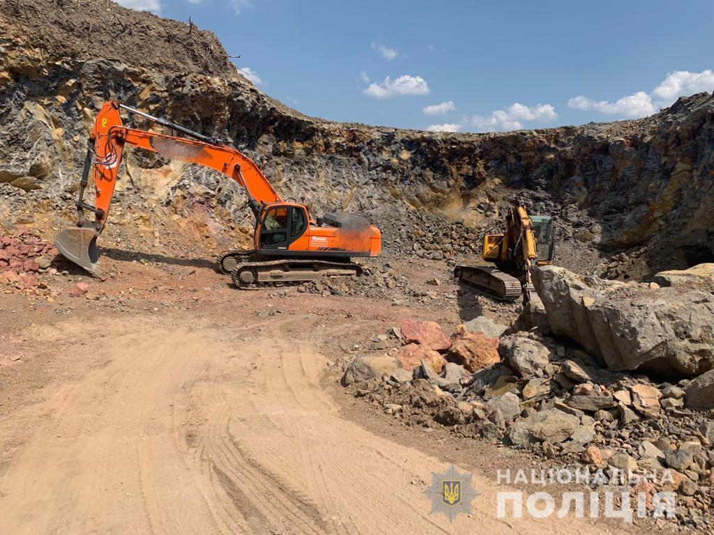 Поліцейські зупинили незаконний видобуток каменю на Ужгородщині