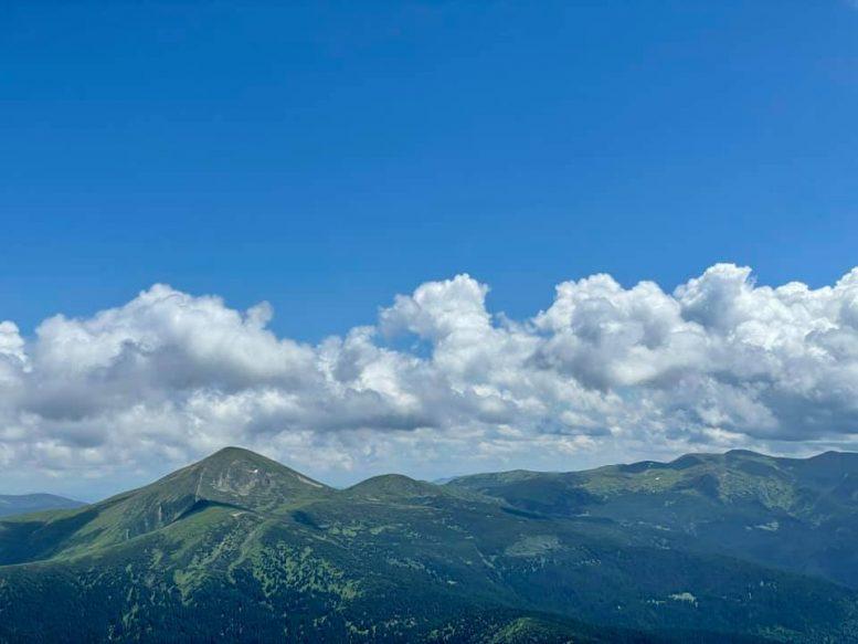 В мережі показали фантастичні краєвиди з Петроса на Говерлу, Чорногору та Мармароси (відео)