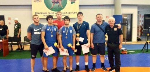Троє закарпатців вибороли золото всеукраїнського турніру з греко-римської боротьби і візьмуть участь у Чемпіонаті світу